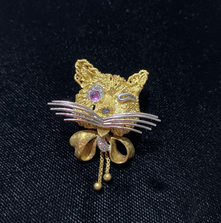 Novelty Winking Cat Brooch