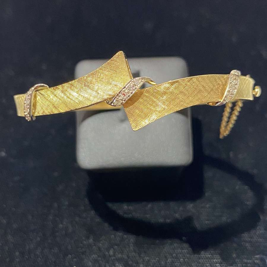 18ct Yellow Gold & Diamond Bangle