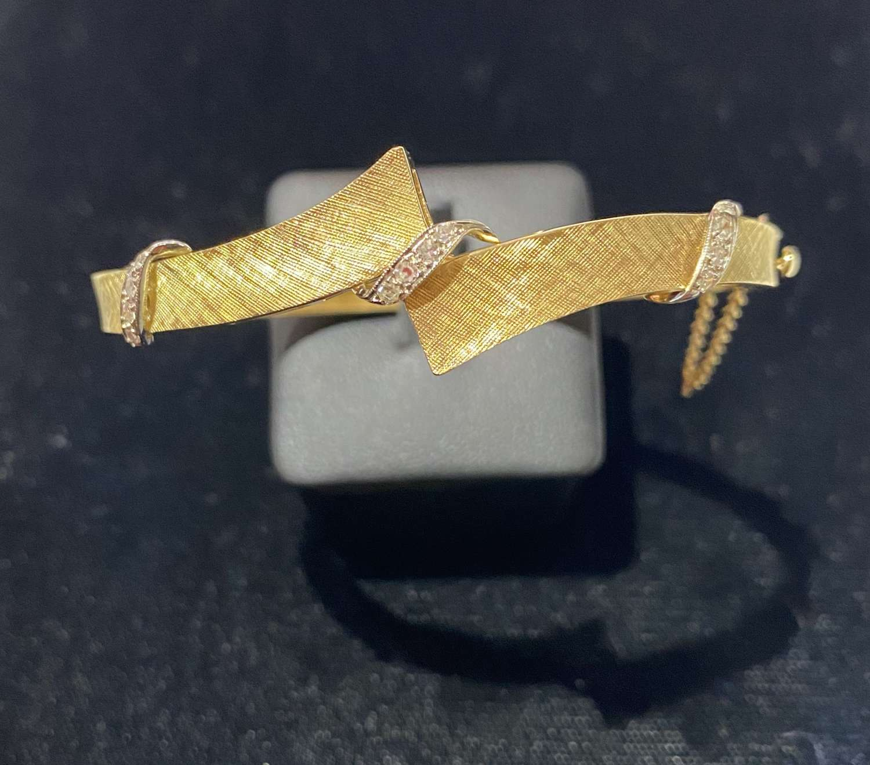 18ct Yellow Gold & Diamond Bangle